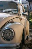Προβολέας ενός παλαιού άσπρου αυτοκινήτου Στοκ εικόνα με δικαίωμα ελεύθερης χρήσης