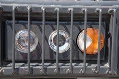 Προβολέας σημάτων που προστατεύεται από ένα κιγκλίδωμα από ένα βαρύ φορτηγό για μέσα Στοκ Φωτογραφίες