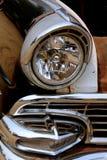 Προβολέας, σχάρα και προφυλακτήρας στο κλασικό αυτοκίνητο Στοκ Εικόνα