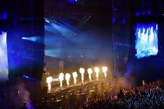 Προβολή φλογών πυρκαγιάς στη ζωντανή συναυλία Στοκ φωτογραφίες με δικαίωμα ελεύθερης χρήσης