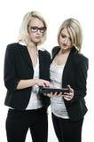 Προγραμματισμός δύο γυναικών Στοκ φωτογραφία με δικαίωμα ελεύθερης χρήσης