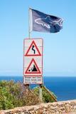 προειδοποίηση σημαδιών καρχαριών σημαιών Στοκ φωτογραφία με δικαίωμα ελεύθερης χρήσης