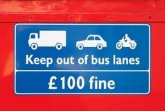 προειδοποίηση σημαδιών λωριδών λεωφορείου Στοκ φωτογραφία με δικαίωμα ελεύθερης χρήσης
