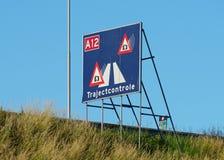 Προειδοποιητικό σημάδι ορίου ταχύτητας στις Κάτω Χώρες στοκ εικόνα