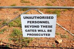 Προειδοποιητικό σημάδι στη φραγή στην Αυστραλία Στοκ Φωτογραφίες