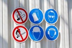 Προειδοποιητικά σημάδια στον τοίχο Στοκ Εικόνα