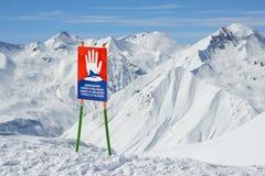 Προειδοποιητικά σημάδια της χιονοστιβάδας στις κλίσεις Στοκ Εικόνα