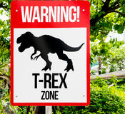 Προειδοποιητικό σημάδι δεινοσαύρων στοκ φωτογραφίες