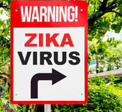 Προειδοποιητικό σημάδι ιών Zika στάσεων στοκ φωτογραφίες