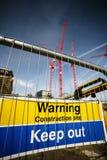 Προειδοποιητικό σημάδι στο εργοτάξιο οικοδομής Στοκ εικόνα με δικαίωμα ελεύθερης χρήσης