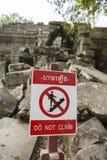 Προειδοποιητικό σημάδι στο ναό Prasat TA Prohm σε Angkor Thom, Καμπότζη Στοκ Φωτογραφία