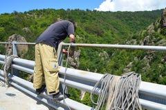 Προετοιμάζοντας τα ασφαλή 230 πόδια άλματος bungee Στοκ Εικόνες