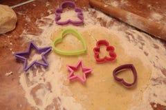 Προετοιμάστε τα νόστιμα μπισκότα οικογενειακά καρύδια έννοιας σύνθεσης μπουλονιών στοκ εικόνα