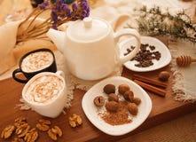 Προετοιμάστε τα νόστιμα μπισκότα οικογενειακά καρύδια έννοιας σύνθεσης μπουλονιών Στοκ Φωτογραφίες