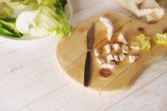 Προετοιμάστε τη σαλάτα Caesar Στοκ Φωτογραφίες
