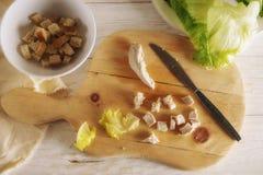 Προετοιμάστε τη σαλάτα Caesar Στοκ φωτογραφία με δικαίωμα ελεύθερης χρήσης