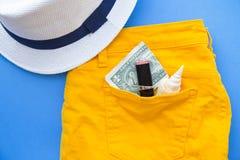 Προετοιμαμένος για τις διακοπές, το ταξίδι ή τη τοπ άποψη ταξιδιών στοκ φωτογραφία