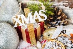 Προετοιμασία για τα Χριστούγεννα με τα μέρη των συμβόλων Χριστουγέννων Στοκ φωτογραφίες με δικαίωμα ελεύθερης χρήσης