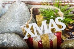 Προετοιμασία για τα Χριστούγεννα με τα μέρη των συμβόλων Χριστουγέννων Στοκ Εικόνες
