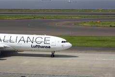 Προετοιμασία για την απογείωση του σκάφους της γραμμής επιβατών στον αερολιμένα Domodedovo Στοκ Εικόνες