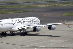 Προετοιμασία για την απογείωση του σκάφους της γραμμής επιβατών στον αερολιμένα Domodedovo Στοκ φωτογραφία με δικαίωμα ελεύθερης χρήσης