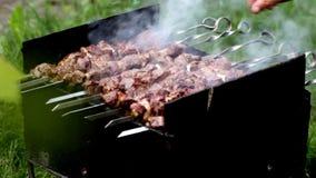 Προετοιμασία ενός shish kebab φιλμ μικρού μήκους