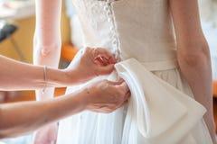 Προετοιμασία και επίδεσμος της νύφης Στοκ Εικόνες