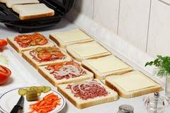 Προετοιμασία σάντουιτς. στοκ φωτογραφίες με δικαίωμα ελεύθερης χρήσης