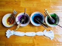 Προετοιμασία της παλέτας υδατοχρώματος για το ύφασμα χρωστικών ουσιών δεσμών Στοκ Εικόνα