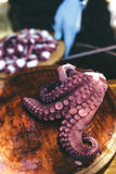 Προετοιμασία του πιάτου του μαγειρευμένου χταποδιού gallega pulpo Λα Στοκ Εικόνες