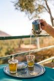 Προετοιμασία του τσαγιού μεντών, μαροκινό ύφος Στοκ φωτογραφίες με δικαίωμα ελεύθερης χρήσης