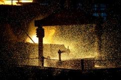Προετοιμασία του χάλυβα για τη ρίψη και την παραγωγή των ρίψεων Στοκ εικόνες με δικαίωμα ελεύθερης χρήσης