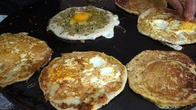 Προετοιμασία του bara αυγών απόθεμα βίντεο