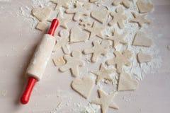 Προετοιμασία των μπισκότων ζύμης Στοκ Φωτογραφίες