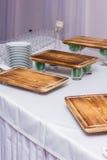 Προετοιμασία των πιάτων στο συμπόσιο στο εστιατόριο Στοκ Φωτογραφίες