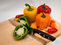 Προετοιμασία των πιπεριών στοκ φωτογραφία