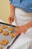 Προετοιμασία των σπιτικών μπισκότων Στοκ Εικόνες