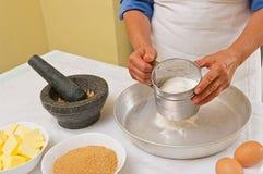 Προετοιμασία των σπιτικών μπισκότων Στοκ Φωτογραφία