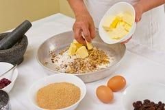 Προετοιμασία των σπιτικών μπισκότων Στοκ φωτογραφία με δικαίωμα ελεύθερης χρήσης