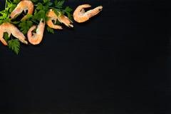 Προετοιμασία των φρέσκων θαλασσινών στην κουζίνα Στοκ Εικόνες