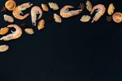 Προετοιμασία των φρέσκων θαλασσινών στην κουζίνα Στοκ εικόνα με δικαίωμα ελεύθερης χρήσης