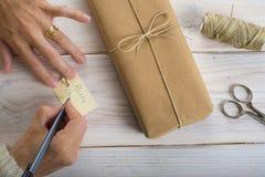 Προετοιμασία των δώρων για τα Χριστούγεννα Στοκ Εικόνες