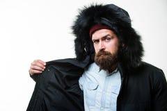 Προετοιμασμένος για τις καιρικές αλλαγές Χειμερινός μοντέρνος menswear Χειμερινή εξάρτηση Ατόμων γενειοφόρος ζακέτα σακακιών στάσ στοκ εικόνες