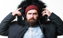 Προετοιμασμένος για τις καιρικές αλλαγές Χειμερινός μοντέρνος menswear Ατόμων γενειοφόρος ζακέτα σακακιών στάσεων θερμή που απομο στοκ εικόνες