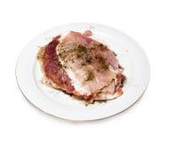Προετοιμασμένος με το τηγάνισμα των κομματιών του κρέατος σε ένα πιάτο στοκ εικόνες