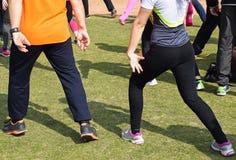 Προθέρμανση πριν από την τρέχοντας φυλή στοκ φωτογραφίες