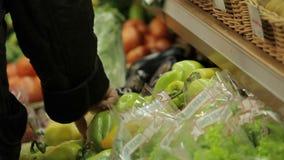 Προθήκη με τα μέρη των λαχανικών απόθεμα βίντεο