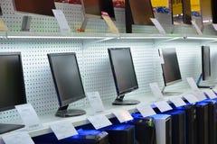 Προθήκη σε ένα κατάστημα υπολογιστών στοκ εικόνες