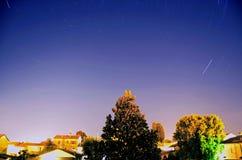 προκαλούμενη φωτογραφική μηχανή γήινη έκθεση μακριά ίχνη αστεριών περιστροφής s μετακίνησης Στοκ Εικόνα