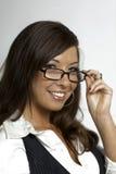 Προκλητικά γυαλιά εκμετάλλευσης γραμματέων γυναικών Στοκ φωτογραφία με δικαίωμα ελεύθερης χρήσης